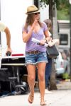 Celebrities Wonder 2880665_jennifer-aniston-set-of-Squirrels-to-the-Nuts_5.jpg