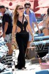 Celebrities Wonder 30752504_Sofia Vergara-in-swimsuit-Mykonos_1.jpg