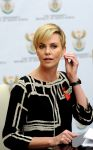 Celebrities Wonder 33530709_charlize-theron-press-conference_1.jpg