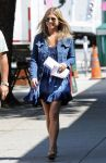 Celebrities Wonder 33601335_jennifer-aniston-on the-set-of-Squirrels-to-the-Nuts_3.jpg