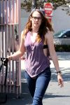 Celebrities Wonder 41394006_kristen-stewart-dog_4.jpg