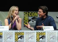 Celebrities Wonder 41482368_emily-blunt-comic-con_7.jpg