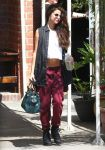 Celebrities Wonder 4275452_selena-gomez-dance-studio_1.jpg