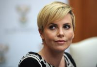 Celebrities Wonder 47007776_charlize-theron-press-conference_3.jpg