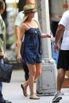 Celebrities Wonder 5111721_jennifer-aniston-on the-set-of-Squirrels-to-the-Nuts_3.jpg