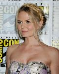 Celebrities Wonder 52332649_Once-Upon-a-Time-panel-during-2013-Comic-Con_Jennifer Morrison 3.JPG