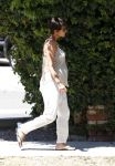 Celebrities Wonder 54787368_pregnant-halle-berry-nail-salon_3.jpg