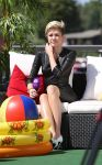Celebrities Wonder 55044265_miley-cyrus-tv-show_5.jpg