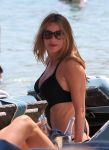 Celebrities Wonder 56639855_Sofia Vergara-in-swimsuit-Mykonos_5.jpg