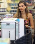 Celebrities Wonder 56808656_jessica-alba-shopping_8.JPG