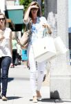 Celebrities Wonder 58381346_gisele-bundchen-shopping_1.JPG