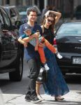 Celebrities Wonder 65696734_miranda-kerr-with-her-family_5.jpg