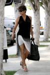 Celebrities Wonder 68921781_halle-berry-pregnant_1.jpg