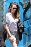 Celebrities Wonder 72833348_kristen-stewart-dog_7.jpg