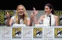 Celebrities Wonder 75228382_dexter-comic-con-2013_Yvonne Strahovski 3.jpg