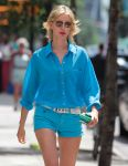 Celebrities Wonder 81165351_karolina-kurkova-short-shorts_5.jpg