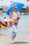 Celebrities Wonder 8178909_gwen-stefani-beach_2.JPG