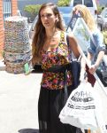 Celebrities Wonder 82324961_jessica-alba-shopping_6.JPG