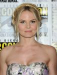 Celebrities Wonder 89879722_Once-Upon-a-Time-panel-during-2013-Comic-Con_Jennifer Morrison 4.JPG