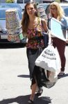 Celebrities Wonder 99111767_jessica-alba-shopping_2.JPG