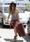 Celebrities Wonder 10436483_vanessa-hudgens-LAX-airport_4.jpg