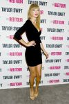 Celebrities Wonder 21367088_taylor-swift-backstage_2.jpg