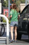 Celebrities Wonder 21408265_natalie-portman-gas-station_3.jpg