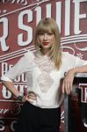 Celebrities Wonder 23161889_taylor-swift-press-event_6.jpg