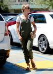 Celebrities Wonder 24243957_julianne-hough-in-overalls_2.jpg