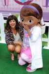 Celebrities Wonder 24892753_tiffani-thiessen-Doc-Mobile-Tour_3.jpg