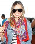 Celebrities Wonder 25229158_miranda-kerr-airport_8.jpg