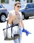 Celebrities Wonder 29121865_sophia-bush-shopping_5.jpg