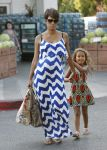 Celebrities Wonder 31625161_pregnant-halle-berry-grocery-shopping_3.jpg