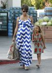 Celebrities Wonder 33188530_pregnant-halle-berry-grocery-shopping_4.jpg