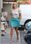 Celebrities Wonder 34086752_reese-witherspoon-blue-skirt_2.jpg