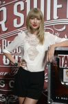 Celebrities Wonder 34608713_taylor-swift-press-event_4.jpg