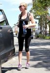 Celebrities Wonder 35616784_kirsten-dunst-gym_3.jpg