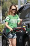 Celebrities Wonder 36162559_natalie-portman-gas-station_4.jpg
