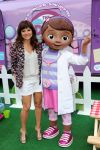 Celebrities Wonder 38694271_tiffani-thiessen-Doc-Mobile-Tour_4.jpg