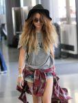 Celebrities Wonder 45410212_vanessa-hudgens-LAX-airport_5.jpg