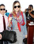 Celebrities Wonder 46962251_miranda-kerr-airport_7.jpg