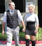Celebrities Wonder 48371646_britney-spears-church_6.jpg