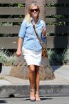 Celebrities Wonder 49346828_reese-witherspoon-venice-beach_2.jpg