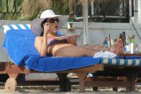 Celebrities Wonder 52281647_eva-longoria-bikini_5.jpg
