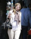 Celebrities Wonder 5243637_mischa-barton-dog_4.jpg