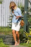 Celebrities Wonder 53020517_reese-witherspoon-venice-beach_3.jpg