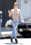 Celebrities Wonder 54176185_sophia-bush-shopping_1.jpg