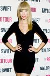 Celebrities Wonder 58318837_taylor-swift-backstage_5.jpg