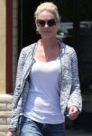 Celebrities Wonder 5881329_katherine-heigl-nail-salon_4.JPG