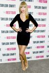 Celebrities Wonder 59909703_taylor-swift-backstage_1.jpg